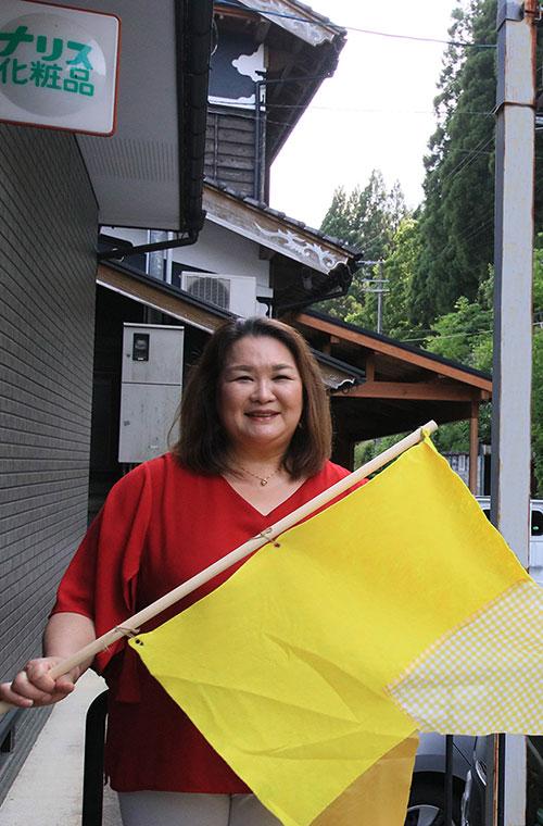 女性が輝く仕事。 「小代がむっちゃ好き」という化粧品販売員の朝倉さん。 地域とのつながりを大切に、毎日を楽しく、生き生きと過ごす暮らしぶり、仕事についてのお話を伺います。